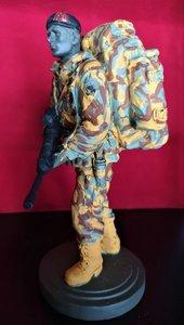 Beeldje Marinier hand beschilderd Desert Camo