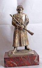 Beeld-Zilverkleur-op-marmer-18-cm